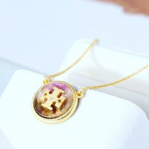 Brand new Tory Burch Enameled Logo Circle Necklace